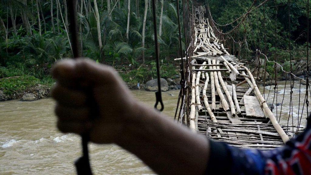 Potret Jembatan Rawayan yang Rusak di Garut