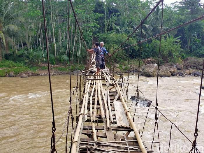 Jembatan Rawayan tak kunjung diperbaiki meski sudah rusak parah