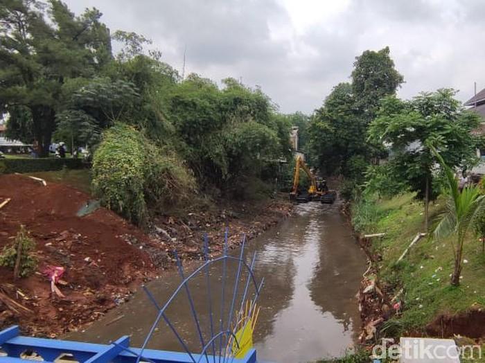Kali Baru Cijantung yang mengalir di Tugu, Cimanggis, Depok, mulai bersih, 1 Februari 2021. (Taufieq Renaldi Arfiansyah/detikcom)