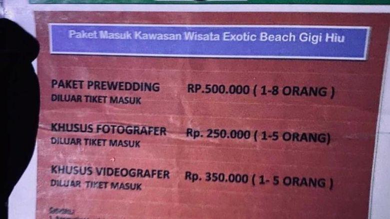 Harga tarif motret di Pantai Gigi Hiu, Lampung.