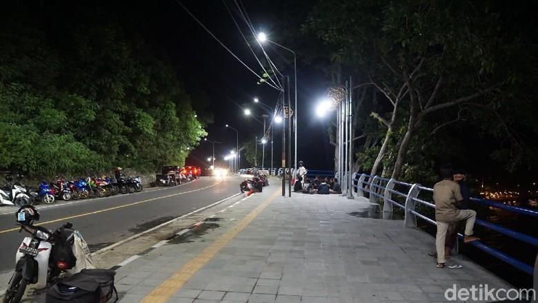 Pantai Senggigi, Batu Layar dan Mataram
