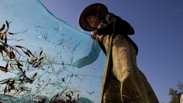 Pemerintah Myanmar saat itu berjanji akan akan memfasilitasi wisatawan dengan akses yang lebih mudah. Tentu saja langkah ini dibuat agar nama Myanmar semakin dikenal oleh dunia. Getty Images/Paula Bronstein