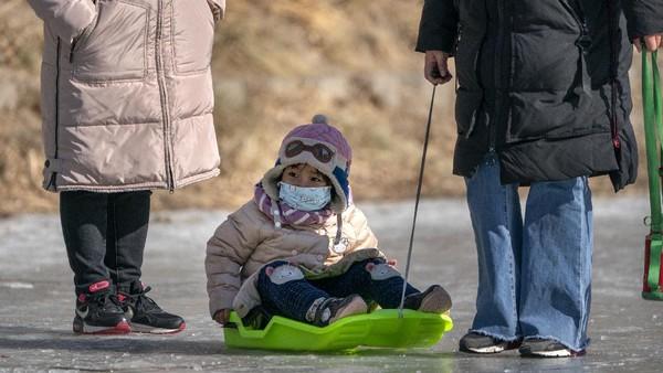 Gelombang dingin melanda sebagian wilayah di China. Gelombang dingin ditandai dengan hujan salju lebat dan suhu beku.