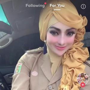 Viral PNS Berhijab ke Kantor Pakai Makeup bak Barbie, Dikritik Netizen