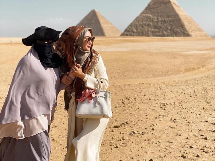 Dian Pelangi dan Soraya Abdullah