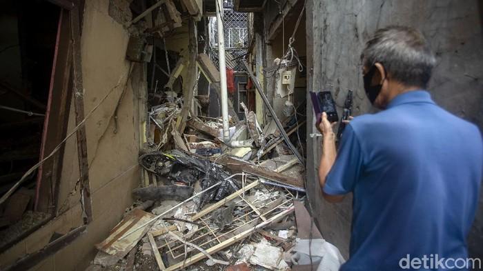 Ledakan akibat tabung gas terjadi di kawasan Penjaringan, Jakarta. Selain melukai 4 orang, rumah warga di kawasan itu pun tampak porak-poranda akibat ledakan.