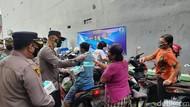 Cegah Corona, Polda Metro Gelar Tes Rapid-Bagikan Masker di Pasar Kelapa Gading