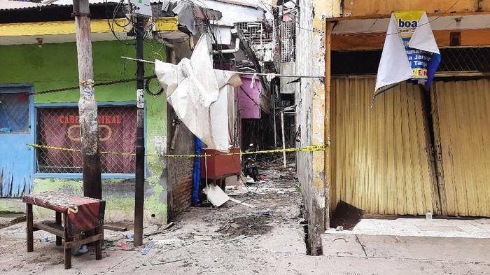Polisi Cek TKP Ledakan di Sebuah Rumah di Penjaringan, Jakut