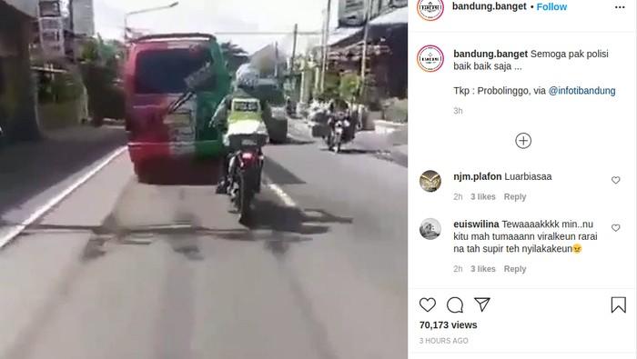 Polisi ini ditabrak bus sampai jatuh dari motornya.