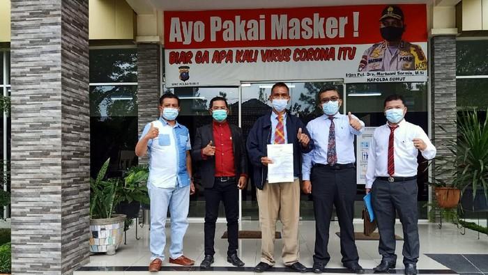 Prof Henuk dan tim kuasa hukumnya saat di Polda Sumut (dok. Istimewa)