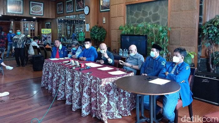 Sejumlah pendiri Partai Demokrat menggelar konferensi pers menanggapi isu kudeta yang disampaikan AHY (Sachril Agustin Berutu/detikcom).
