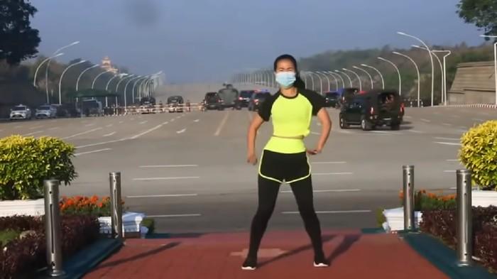 Viral video wanita aerobik saat kudeta militer berlangsung di Myanmar (Screenshot YouTube)