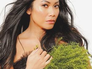 Anggun C Sasmi Pakai Jam Tangan Rp 500 Juta Saat Tampil Majalah Fashion Eropa