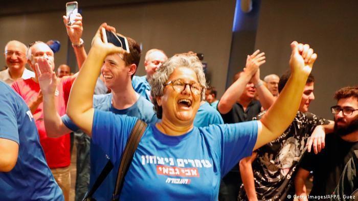 Pendukung Partai Buruh Israel saat merayakan terpilihnya Avi Gabbay sebagai ketua umum, Juli 2017.