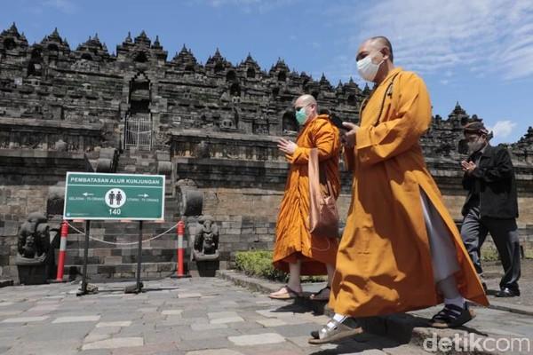 Bersama, mereka membaca doa yang umum dengan harapan semua hal, bukan hanya pandemi. Karena pandemi berdampak pada semua hal dan kita berdoa untuk semua hal itu semoga kembali menjadi pulih seperti semula.