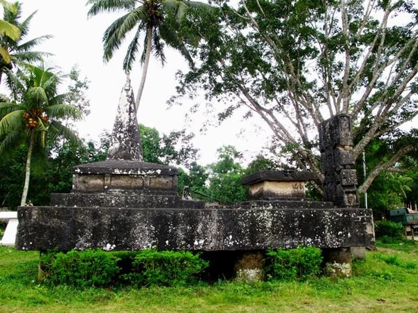 Batu kubur jenis Watu Pawai