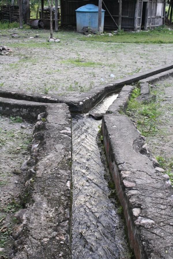 Saluran Air di sekitar Istana Raja, Oelolok artinya Air yang mengalir di saluran