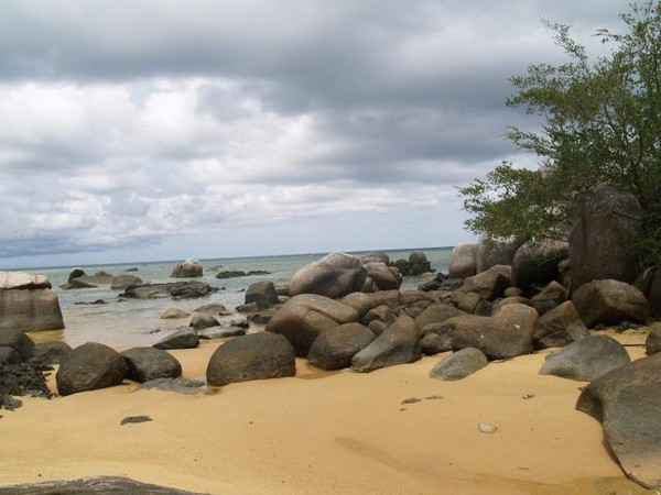 Suguhan Eksotik Dari Bukit Tanjung Senubing Dan Pantai Tanjung