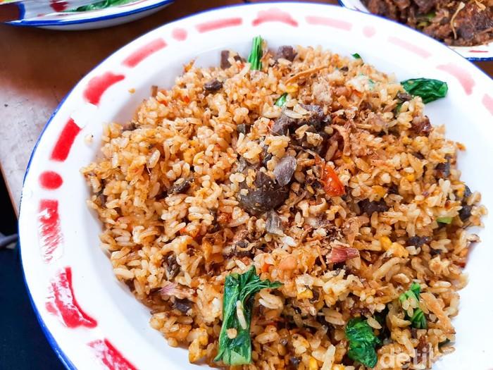 jerowan sambas: cicip nasi goreng paru dan empal mercon