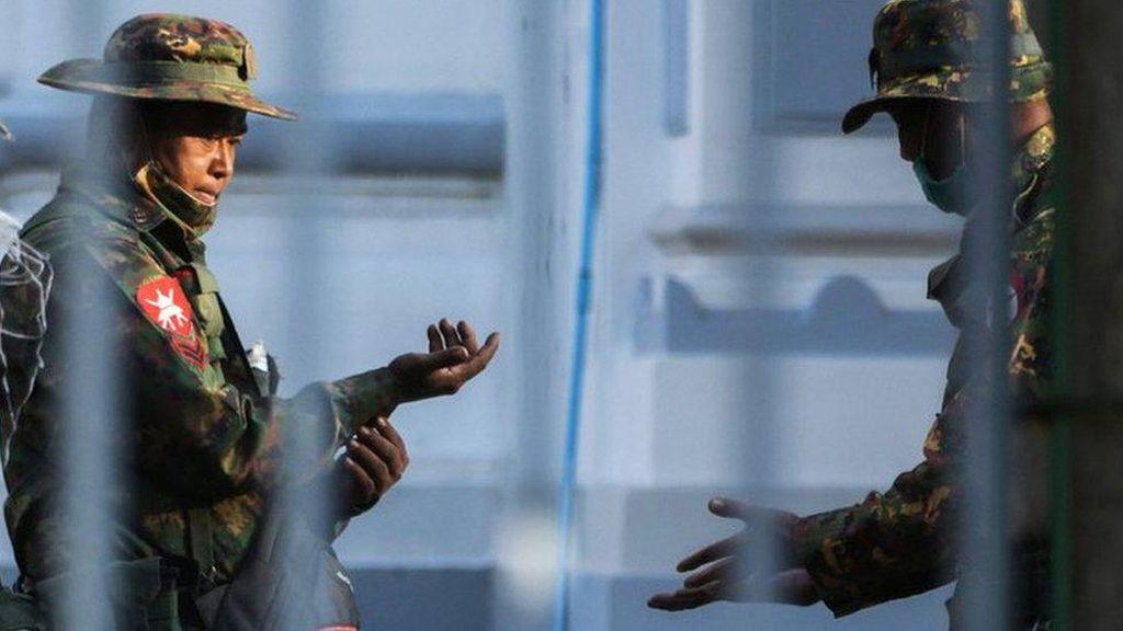 Pemberontak Myanmar Tembak Jatuh Helikopter Militer
