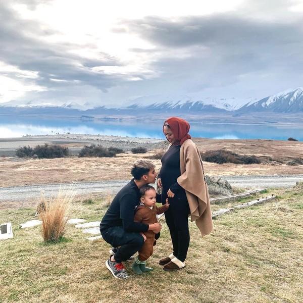 Selama di Selandia Baru juga, Rachel dan keluarga mampir ke Danau Tekapo.(Instagram/Rachel Vennya)