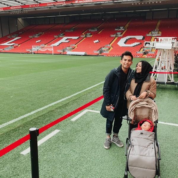 Rachel dan keluarga juga pernah liburan ke Inggris. Stadium Liverpool masuk dalah daftar kunjungan. (Instagram/Rachel Vennya)