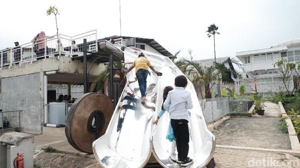 Meski baru buka selama dua bulan yakni sejak 2 Desember 2020, Obed mengatakan, respons pengunjung sangat baik. Baik dari sisi peminat nongkrong ataupun olahraga. Area taman bermain anak-anak pun menambah keceriaan saat berkunjung bersama keluarga. Harga makanan dan minuman rata-rata Rp 25-Rp 50 ribu. Jam operasional Critical 11 di masa PSBB Proporsional Kota Bandung yaitu 08.00-20.00 WIB setiap harinya.