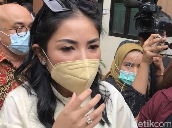 proses perceraian Nindy Ayunda