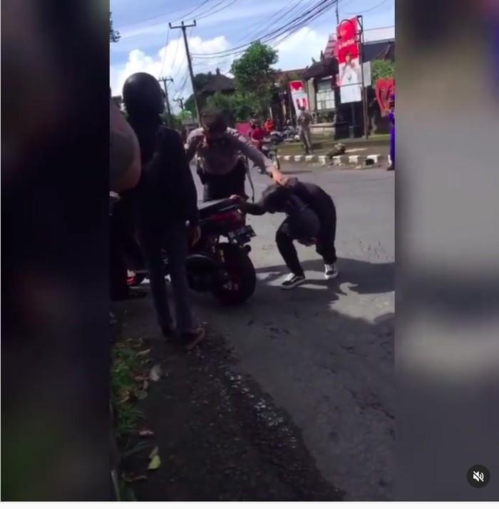 Polisi Geber Motor Knalpot Bising di Telinga Pengendara Biar Jera