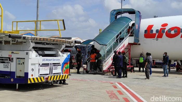 26 teroris dari Makassar dan Gorontalo tiba di Bandara Soetta (Azhar/detikcom)