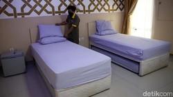 Asrama Embarkasi Haji Kota Bekasi di Jalan Kemakmuran, Marga Jaya, Kota Bekasi, disiapkan sebagai tempat isolasi pasien COVID-19. Yuk lihat fasilitasnya.