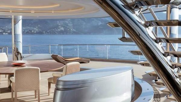 Memiliki nama The Aviva, superyacht milik Joe tersebut, juga dikenal sebagai kantor keliling yang sekaligus menjadi kantor Joe. Diketahui, kapal mewah milik Joe itu juga pernah berlabuh di Sungai Thames tahun 2018. (Getty Images)