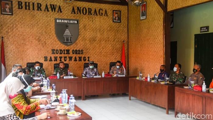 Pemkab Banyuwangi menyusun sejumlah langkah kontijensi kebencanaan bersama stakeholder terkait. Ini mengantisipasi kemungkinan terburuk dari erupsi Gunung Raung.