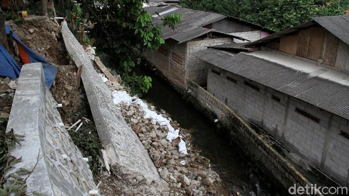 Turap yang berada di kawasan Srengseng Sawah, Jakarta Selatan, longsor pada Kamis (4/2) pagi. Seperti apa kondisinya kini?