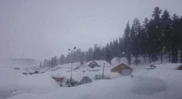 Gulmarg yang terbungkus tebalnya  salju