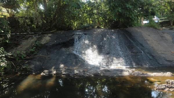 Air terjun tumpang dua, merupakan salah satu wisata alam di Kotabaru yang tak boleh dilewatkan