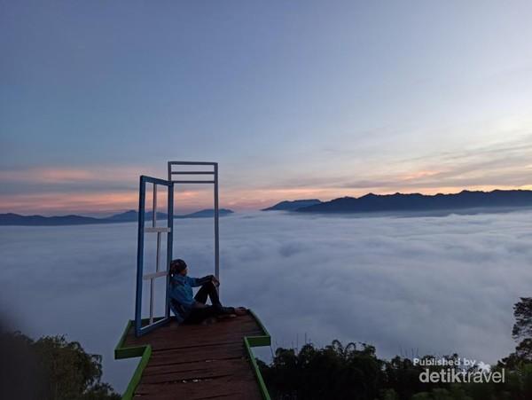 Negeri khayangan negeri di atas awan Temiangan Hill