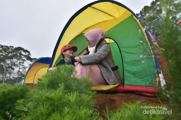Camping bersama keluarga di Negeri Khayangan