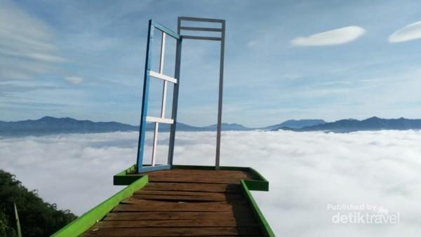 Hamparan kabut bak permadani di negeri khayangan