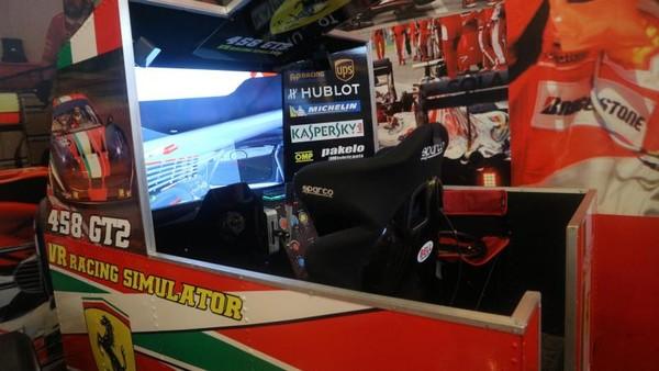 Selain simulator F1 tersedia juga simulator untuk mobil balap GT2