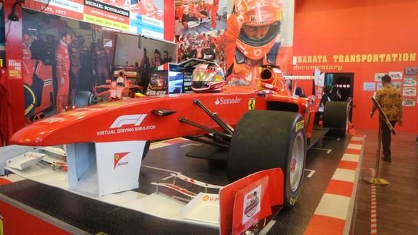 Rasakan sensasi menjadi pembalap mobil di museum angkut