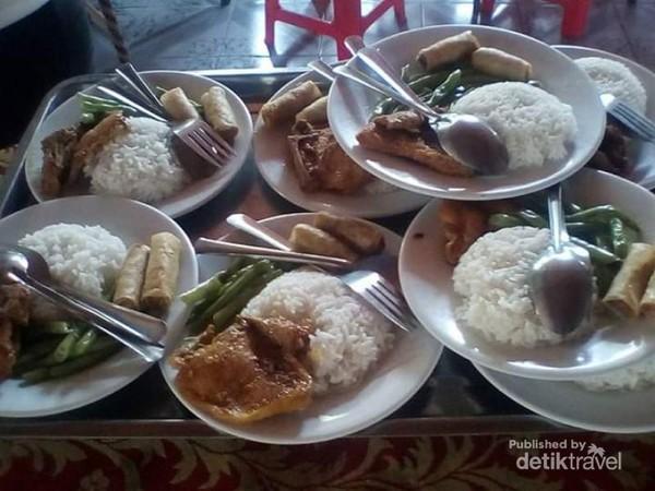 Masakan khas penduduk pulau Kelapa.