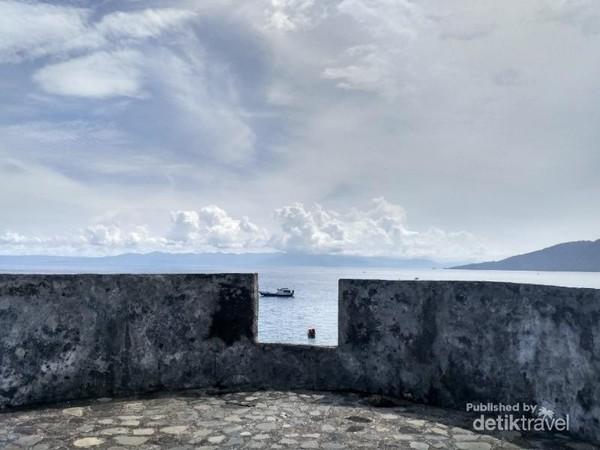 View pemandangan dari belakang bagian belakang benteng Tolluko