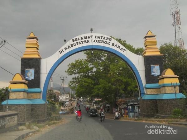 Gerbang Lombok Barat, hutan pusuk terletak di perbatasan antara Lombok Barat dan lombok Timur