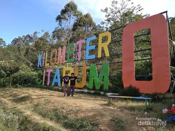 Signage atau Penanda Kilometer 0 Sungai Citarum