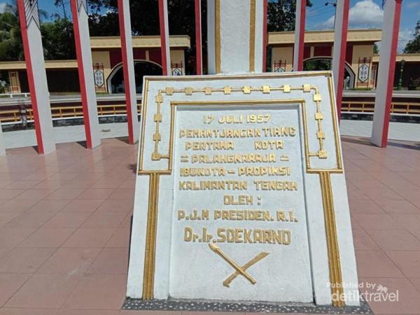 Prasasti Pembangunan Patung Sukarno