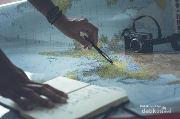 Ilustrasi Virtual Travelling. Photo dari Glenn Carstens-Peters di Unsplash (https://unsplash.com/photos/ZWD3Dx6aUJg).