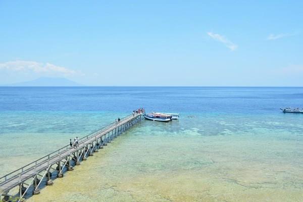 Dermaga Pulau Menjangan nampak dari atas