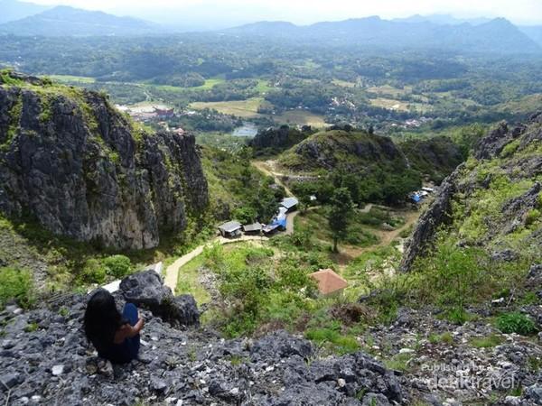 Pemandangan dari puncak bukit Buntu Burake sangat menakjubkan