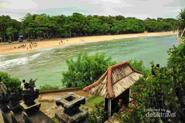 Pantai Balekambang dilihat dari Pura Ismoyo